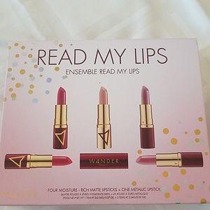 Wander beauty read my lips ensemble